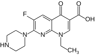 エノキサシンの化学構造